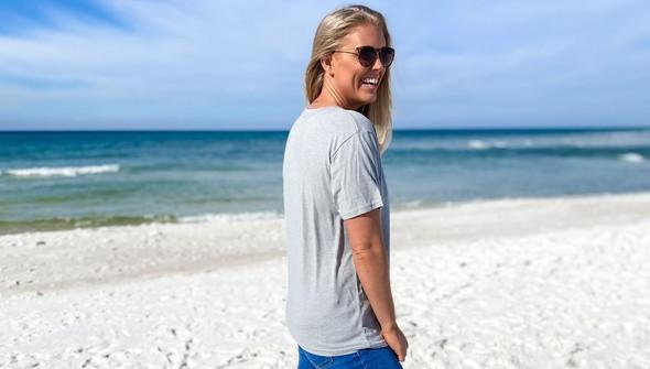 134200green beach blonde ale short sleeve tee women ash slider4 original