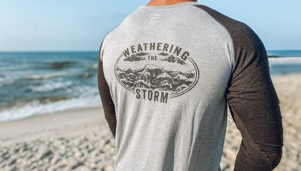 121998 30a weathering the storm baseball tee men ash charcoal slider3 original